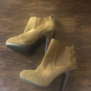 Like new Jessica Simpson brown booties